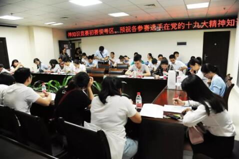 7参赛选手在候考区备考.jpg