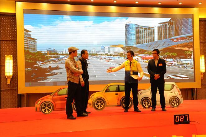 11华安产险广西分公司在作车辆碰撞理赔处理的情景演示.jpg